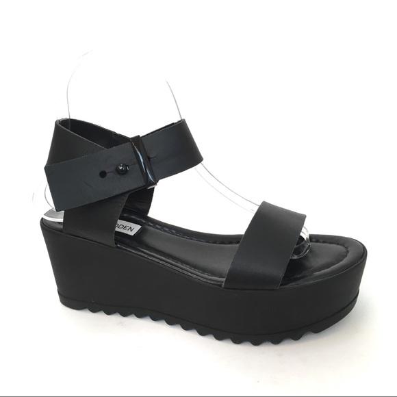 60a560f8a35 Steve Madden Surfside Black Leather Sandal. M 5c797444e944baca855f37f4